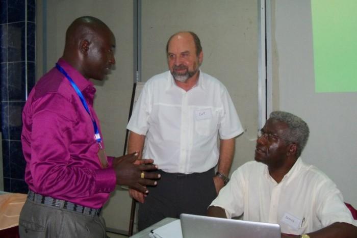 Simon, Curt & Dennis in discussion [800x600]