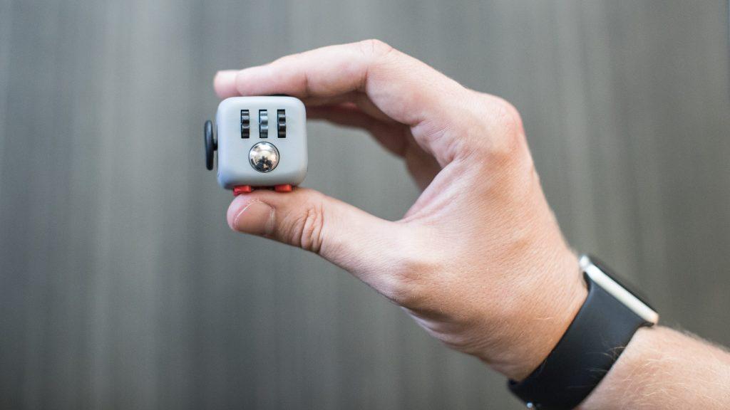 fidget-cube-kickstarter-2-e1474023693885